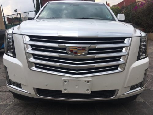 Cadillac Escalade Platinum (larga) Modelo 2016 3 mil kms. $680,000.00
