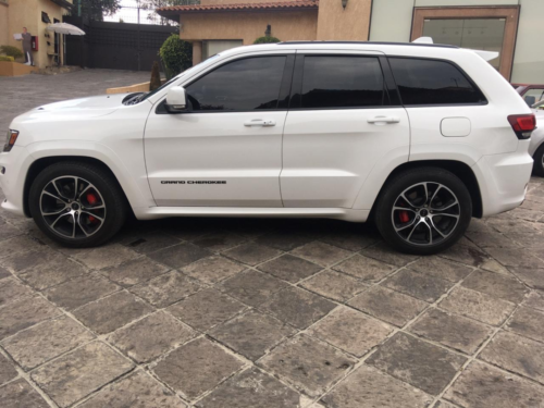 Jeep Grand Cherokee SRT8 Modelo 2015 4 mil kms. $680,000.00